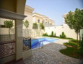 5 bedroom Villa to r...